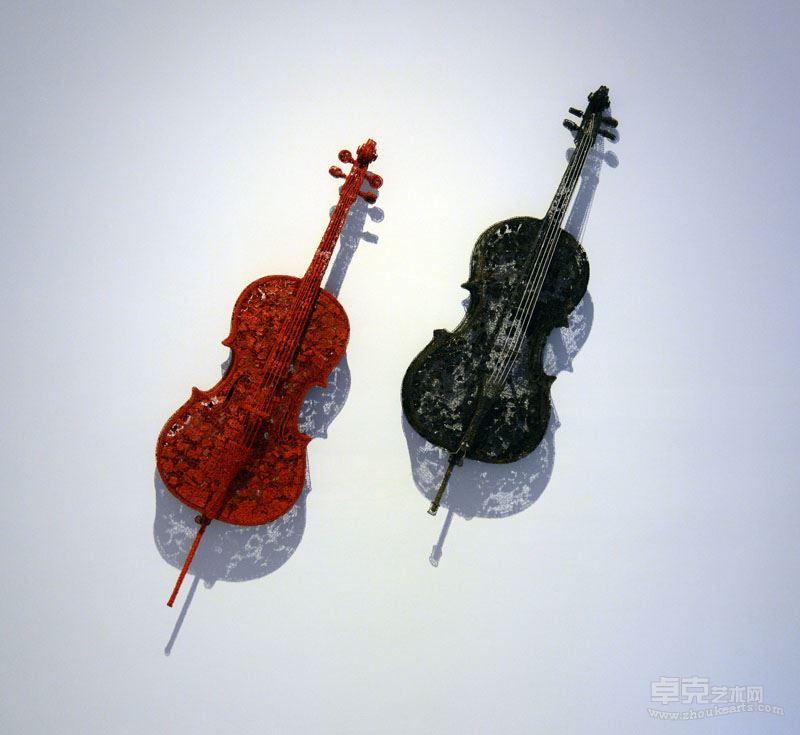 《巴哈-无伴奏》  不锈钢丝、木炭、棉线 ,145x45x30cm , 2017