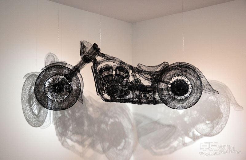 《数字—哈雷》, 270x58x110cm  ,不锈钢丝着色 ,2015