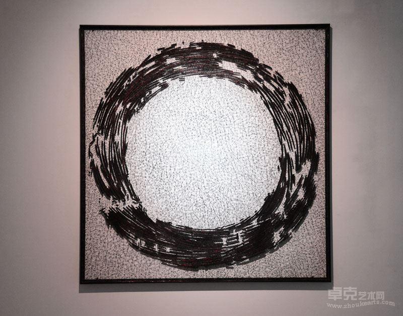 《碳化的线—2》  不锈钢丝、木炭,120x120x2cm, 2017