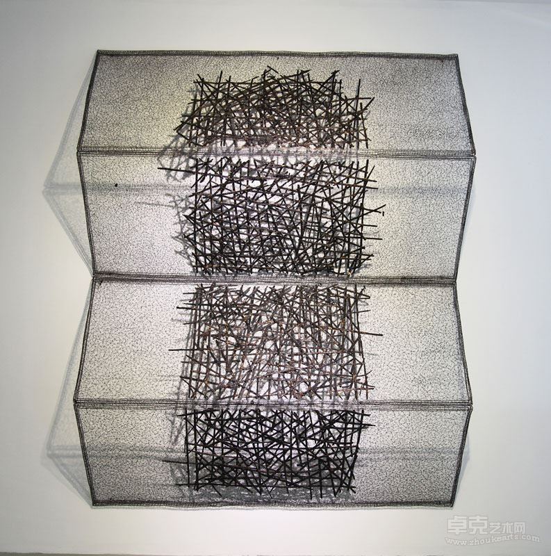 《碳化的线—6》 不锈钢丝、木炭 ,260x175x2cm , 2017